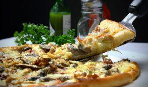 Se speciální pecí upečete chutnou pizzu i doma